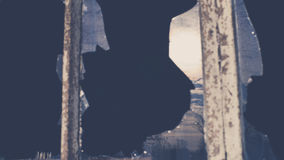 Σπασμένο γυαλί στο παράθυρο του παλαιού βιομηχανικού κτηρίου Στοκ Εικόνες