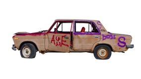 Σπασμένο εγκαταλειμμένο αυτοκίνητο Απορρίμματα που απομονώνονται αυτόματα παλαιό transpo στοκ εικόνες με δικαίωμα ελεύθερης χρήσης