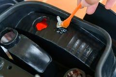Σπασμένο επισκευή πλαστικό από εποξικό Στοκ εικόνες με δικαίωμα ελεύθερης χρήσης
