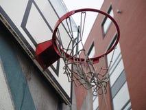 Σπασμένο καλάθι καλαθοσφαίρισης στοκ εικόνες με δικαίωμα ελεύθερης χρήσης