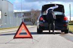 σπασμένο κορίτσι αυτοκι&n Στοκ φωτογραφία με δικαίωμα ελεύθερης χρήσης