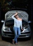 σπασμένο κορίτσι αυτοκι&n Στοκ Φωτογραφίες