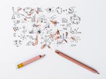 Σπασμένο μολύβι με τη γραφική παράσταση σχεδίων Στοκ εικόνες με δικαίωμα ελεύθερης χρήσης