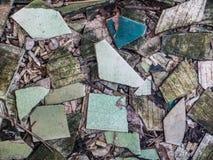 σπασμένο παλαιό ζωηρόχρωμο seramic κεραμίδι Στοκ Φωτογραφίες