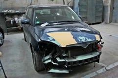 Σπασμένο, ραγισμένο αυτοκίνητο στην υπηρεσία στοκ φωτογραφία με δικαίωμα ελεύθερης χρήσης