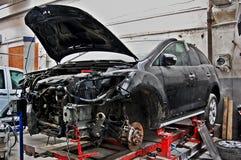 Σπασμένο, ραγισμένο αυτοκίνητο στην υπηρεσία στοκ φωτογραφίες με δικαίωμα ελεύθερης χρήσης
