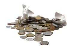 σπασμένο τράπεζα piggy λευκό Στοκ Εικόνες