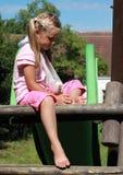σπασμένο χέρι κοριτσιών λίγ& Στοκ Φωτογραφία