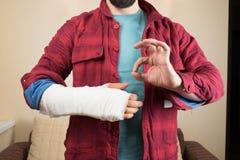 σπασμένο χέρι στοκ φωτογραφία με δικαίωμα ελεύθερης χρήσης
