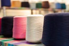 Σπείρες με τα πολύχρωμα σκοινιά στοκ εικόνα με δικαίωμα ελεύθερης χρήσης