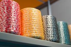 Σπείρες με τα πολύχρωμα σκοινιά στοκ εικόνες