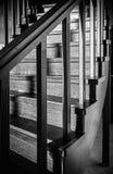 Σπειροειδής σκάλα με τα λαμπρά ξύλινα στοιχεία Στοκ Εικόνα
