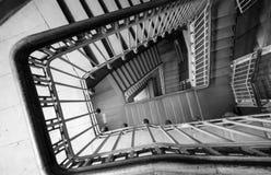 Σπειροειδής σκάλα στο παλαιό σπίτι Στοκ Εικόνα