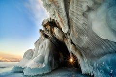 Σπηλιά πάγου, λίμνη Baikal Στοκ φωτογραφία με δικαίωμα ελεύθερης χρήσης