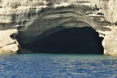 Σπηλιά πειρατών στο μεσογειακό κόστος δίπλα σε Kemer, Τουρκία Στοκ φωτογραφίες με δικαίωμα ελεύθερης χρήσης