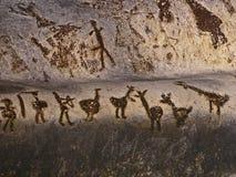 Σπηλιά Magura στη Βουλγαρία Προϊστορικά σχέδια έργων ζωγραφικής τοίχων με το γουανό ροπάλων στοκ φωτογραφία