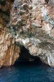 Σπηλιά θάλασσας στην αδριατική θάλασσα, Μαυροβούνιο Στοκ Φωτογραφία