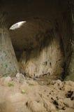 Σπηλιά που αναρριχείται στη σπηλιά Prohodna, Βουλγαρία Στοκ Εικόνα