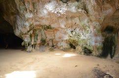 Σπηλιά της Αρούμπα ` s Quadirkiri στη ανατολική πλευρά του νησιού Στοκ φωτογραφίες με δικαίωμα ελεύθερης χρήσης