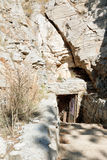 Σπηλιά Yaltinskaya στο οροπέδιο AI-Petri στην Κριμαία Στοκ φωτογραφία με δικαίωμα ελεύθερης χρήσης