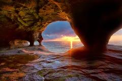 Σπηλιές θάλασσας στον ανώτερο λιμνών Στοκ εικόνα με δικαίωμα ελεύθερης χρήσης