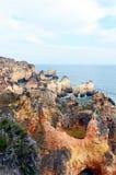 Σπηλιές και απότομοι βράχοι Στοκ φωτογραφίες με δικαίωμα ελεύθερης χρήσης