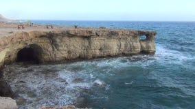 Σπηλιές και Μεσόγειος θάλασσας απόθεμα βίντεο