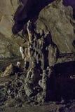 Σπηλιές και σχηματισμοί σπηλιών στο φαράγγι του ποταμού δίπλα σε Bor στοκ φωτογραφία με δικαίωμα ελεύθερης χρήσης