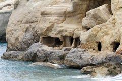Σπηλιές Matala, νησί της Κρήτης, Ελλάδα, Ευρώπη. 14 ΙΟΥΝΙΟΥ, 2013. Στοκ φωτογραφία με δικαίωμα ελεύθερης χρήσης