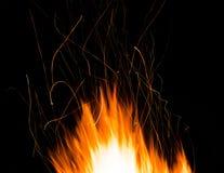 Σπινθήρες της νύχτας φωτιών Στοκ Φωτογραφίες