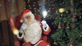 Σπινθηρίσματα εκμετάλλευσης Santa, παραδοσιακό νέο φως της Βεγγάλης έτους Έννοια εορτασμού καλής χρονιάς φιλμ μικρού μήκους