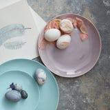 Σπιτικά αυγά Πάσχας σε ένα πιάτο Στοκ Εικόνες