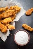 Σπιτικά δάχτυλα κοτόπουλου στοκ φωτογραφίες