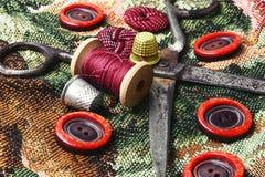 Σπιτικά εργαλεία για το ράψιμο και τη ραπτική Στοκ Εικόνες