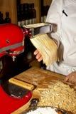σπιτικά ζυμαρικά παραγωγή&s Στοκ Φωτογραφία