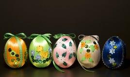 Σπιτικά ζωηρόχρωμα αυγά Πάσχας Στοκ φωτογραφίες με δικαίωμα ελεύθερης χρήσης