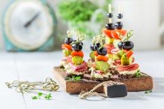 Σπιτικά διάφορα τρόφιμα δάχτυλων με τα λαχανικά και τα χορτάρια για το κόμμα Στοκ Εικόνα