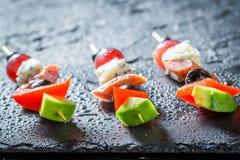 Σπιτικά διάφορα τρόφιμα δάχτυλων με τα φρέσκα συστατικά για το κόμμα Στοκ Εικόνες