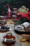 Σπιτικά κέικ γιορτής Χριστουγέννων για τα Χριστούγεννα εορταστική διάθεση στοκ εικόνα