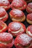 Σπιτικά κέικ κρέμας με την κρέμα πεδίο βάθους ρηχό selec Στοκ Εικόνες