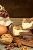 Σπιτικά κέικ με το κακάο και την πουτίγκα Ανθυγειινά γλυκά τρόφιμα γλυκό προγευμάτων Στοκ Εικόνες