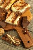 Σπιτικά κέικ με το κακάο και την πουτίγκα Ανθυγειινά γλυκά τρόφιμα γλυκό προγευμάτων Στοκ Φωτογραφίες