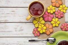 Σπιτικά μπισκότα και καυτό τσάι Στοκ Εικόνα