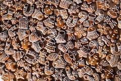 Σπιτικά μπισκότα μελοψωμάτων Χριστουγέννων στον ξύλινο πίνακα Στοκ εικόνα με δικαίωμα ελεύθερης χρήσης