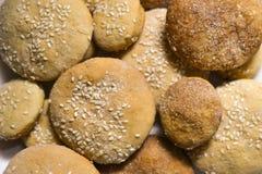 Σπιτικά μπισκότα με τη ζάχαρη, την κανέλα και το σουσάμι Στοκ Φωτογραφία