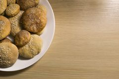 Σπιτικά μπισκότα με τη ζάχαρη, την κανέλα και το σουσάμι Στοκ Εικόνα