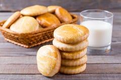 Σπιτικά μπισκότα με το γάλα Στοκ φωτογραφία με δικαίωμα ελεύθερης χρήσης