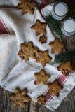 Σπιτικά μπισκότα πιπεροριζών και ημερομηνιών Στοκ εικόνες με δικαίωμα ελεύθερης χρήσης