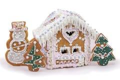 Σπιτικά μπισκότα πιπεροριζών και μελιού Χριστουγέννων στο άσπρο υπόβαθρο Στοκ φωτογραφία με δικαίωμα ελεύθερης χρήσης