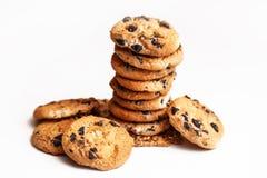Σπιτικά μπισκότα τσιπ σοκολάτας που απομονώνονται στο άσπρο υπόβαθρο Στοκ Εικόνες